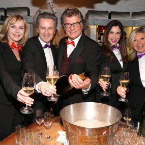 MUNICH, GERMANY - JANUARY 26: Saskia Valencia, Timothy Peach, Michael Hartl, Alexandra Polzin and Marianne Hartl during the Smoking Cocktail at Kaefer Atelier on January 26, 2016 in Munich, Germany.  (Photo by Gisela Schober/Getty Images)